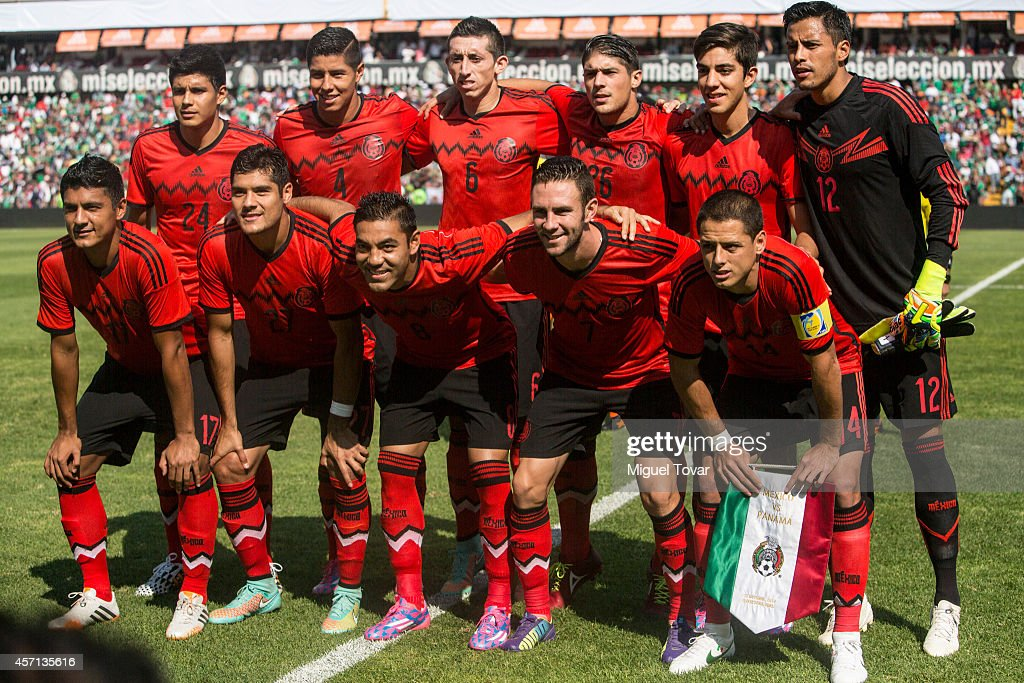 Players of Mexico pose for pictures during a friendly match between Mexico and Panama at Corregidora Stadium on October 12, 2014 in Queretaro, Mexico.