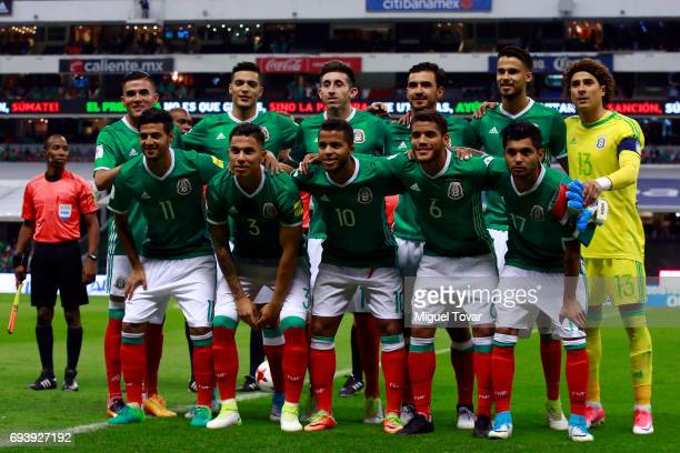 Players of Mexico pose for pictures prior the match between Mexico and Honduras as part of the FIFA 2018 World Cup Qualifiers at Azteca Stadium on...