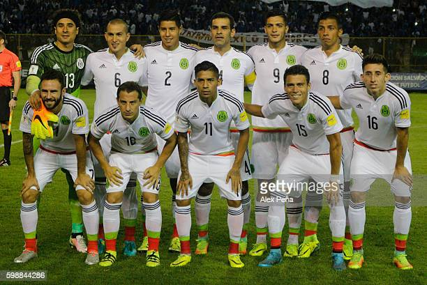 Players of Mexico pose prior a match between El Salvador and Mexico as part of FIFA 2018 World Cup Qualifiers at Cuscatlan Stadium on September 02...