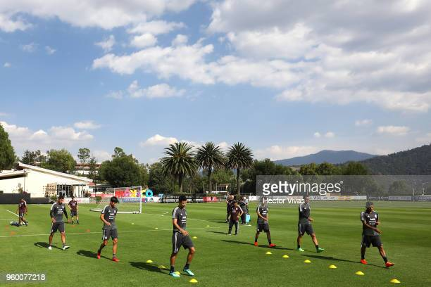 Players of Mexico warm up during the Mexico National Team training session at CAR on May 17 2018 in Mexico City Mexico