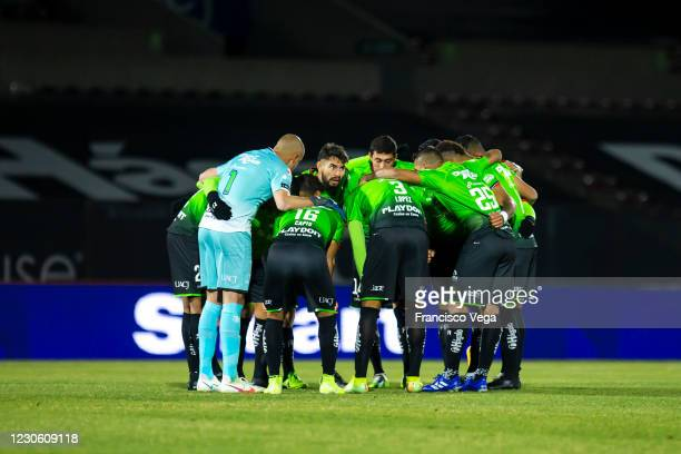Players of MFC Juarez gather prior the during the 2nd round match between FC Juarez and Club Tijuana as part of the Torneo Guard1anes 2021 Liga MX at...