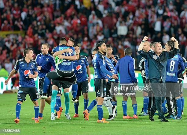 Players of Millonarios celebrate qualifying to the quarter finals after a match between Independiente Santa Fe and Millonarios as part of 20th round...