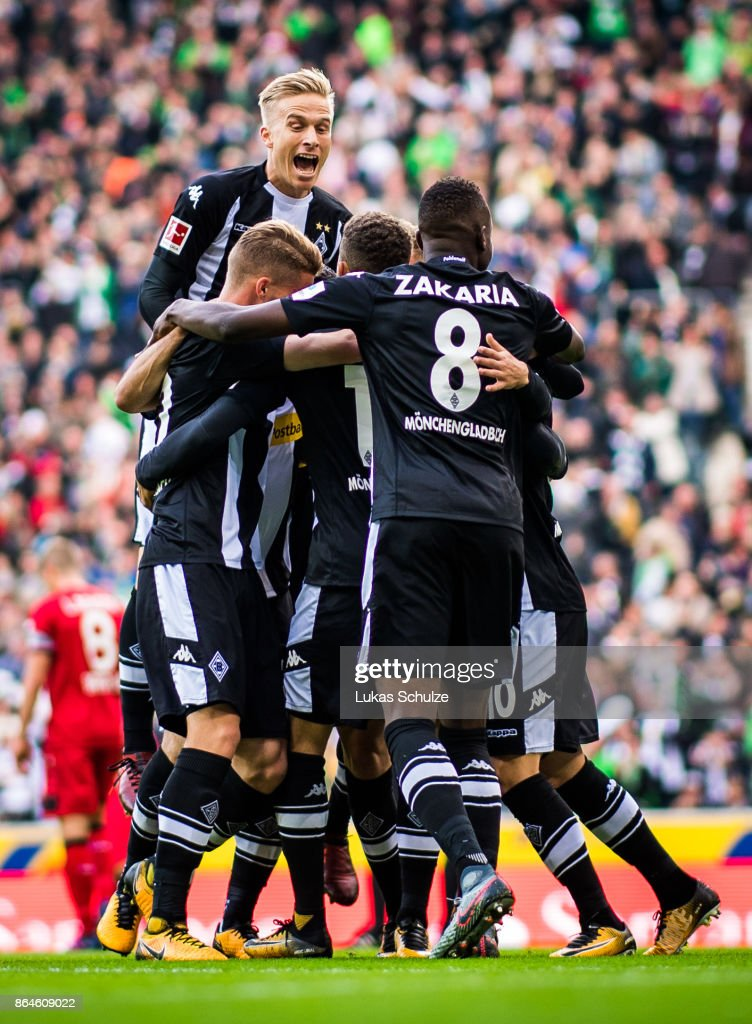 Players of Moenchengladbach celebrate their teams first goal during the Bundesliga match between Borussia Moenchengladbach and Bayer 04 Leverkusen at Borussia-Park on October 21, 2017 in Moenchengladbach, Germany.