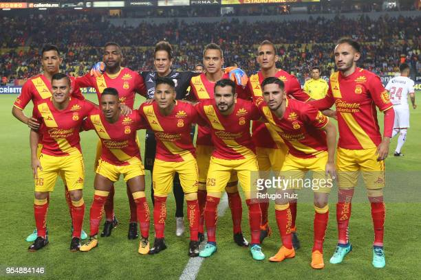 Players of Morelia pose for photos prior the quarter finals first leg match between Morelia and Toluca as part of the Torneo Clausura 2018 Liga MX at...
