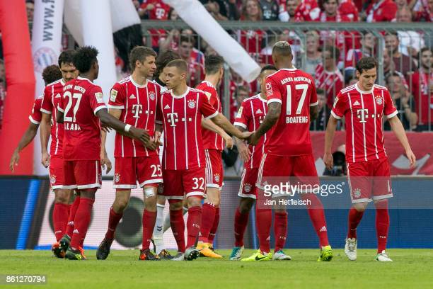Players of Muenchen celebrate after Robert Lewandowski of Bayern Muenchen scored his teams fourth goal to make it 40 during the Bundesliga match...