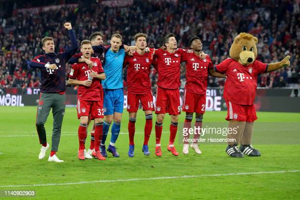 Players of Muenchen celebrate after winning the Bundesliga match between FC Bayern Muenchen and Borussia Dortmund at Allianz Arena on April 06 2019...