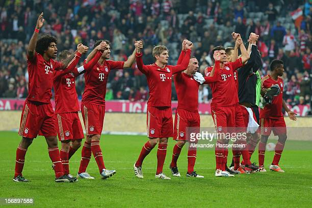 Players of Muenchen celebrate victory after winning the Bundesliga match between FC Bayern Muenchen and Hannover 96 at Allianz Arena on November 24...