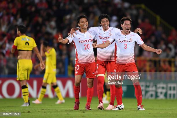 Players of Nagoya Grampus celebrate their side's 1-0 victory after the J.League J1 match between Kashiwa Reysol and Nagoya Grampus at Sankyo Frontier...