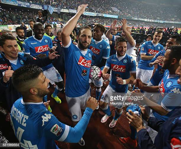 Players of Napoli celebrate after the Serie A match between SSC Napoli and Frosinone Calcio at Stadio San Paolo on May 14 2016 in Naples Italy