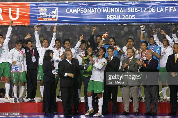Players of National team of Mexico U 17 celebrate their championship of FIFA World Cup at Nacional Stadium on October 2 2005 in Lima Peru