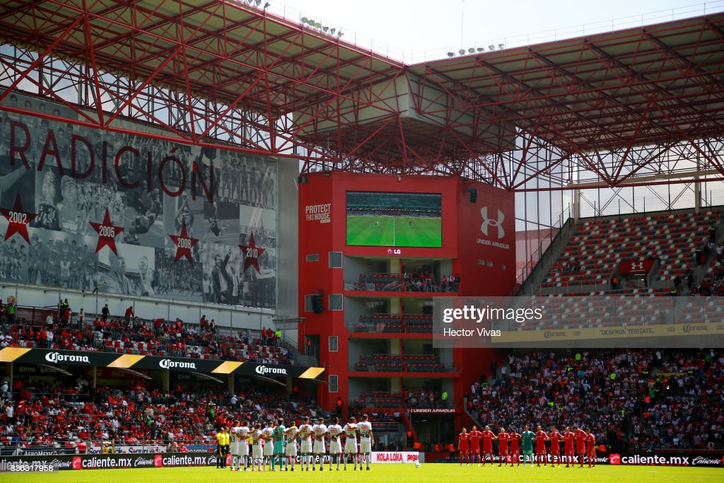 Players of Necaxa and Toluca observe a minute of silence in memory of the victims of the terrorist attack in Barcelona prior the fifth round match between Toluca and Necaxa as part of the Torneo Apertura 2017 Liga MX at Nemesio Diez Stadium on August 20, 2017 in Toluca, Mexico.