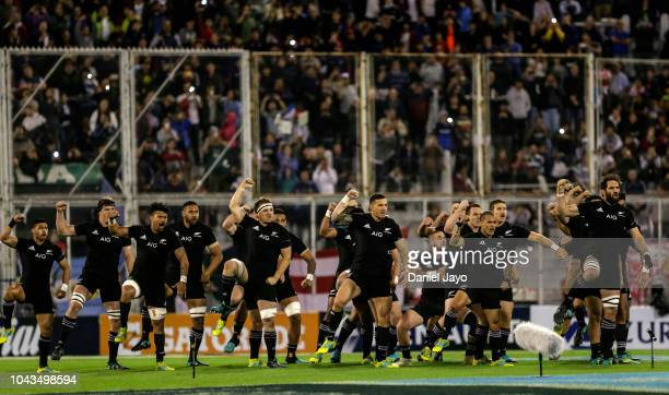 Players of New Zealand perform the haka before a match between Argentina and New Zealand as part of The Rugby Championship 2018 at Jose Amalfitani...