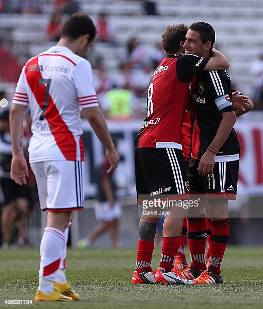 Players of Newells Old Boys celebrate at the end of a match between River Plate and Newell's Old Boys as part of 30th round of Torneo Primera...