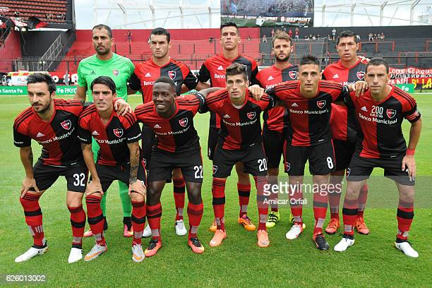 Players of Newell's Old Boys pose for a team photo prior to a match between Colon and Newell's Old Boys as part of Torneo Primera Division 2016/17 at...