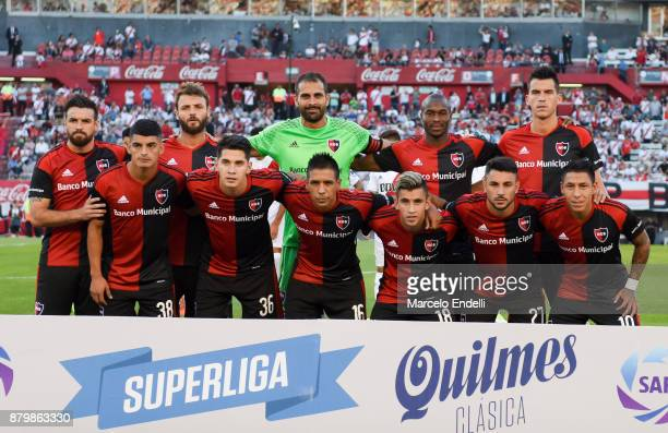 Players of Newell's Old Boys pose for a team photo prior to a match between River and Newell's Old Boys as part of Superliga 2017/18 at Monumental...