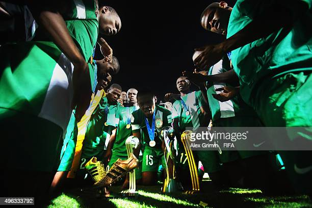 Players of Nigeria celebrate with their trophies after the FIFA U17 World Cup Chile 2015 Final between Mali and Nigeria at Estadio Sausalito on...