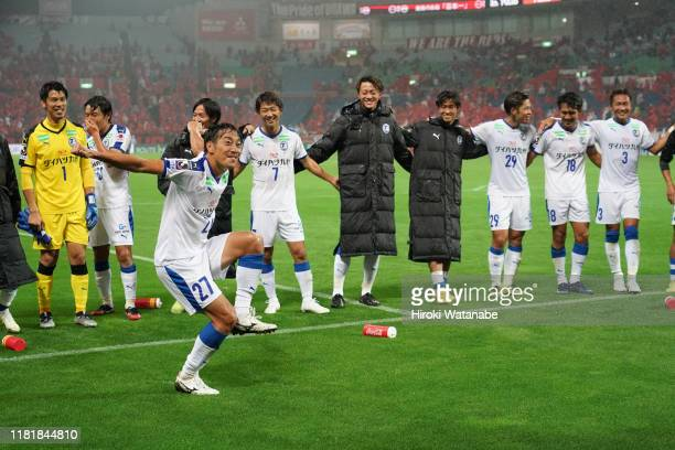 Players of Oita Trinita celebrate the win after the J.League J1 match between Urawa Red Diamonds and Oita Trinita at Saitama Stadium on October 18,...
