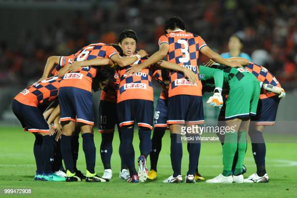 Players of Omiya Ardija hud dle during the JLeague J2 match between Omiya Ardija and Oita Trinita at Nack 5 Stadium Omiya on July 15 2018 in Saitama...