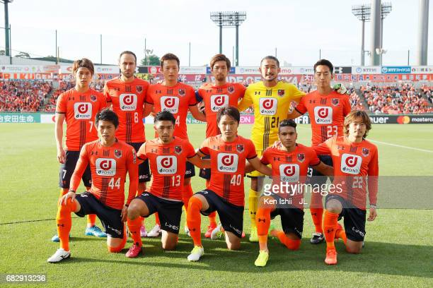 Players of Omiya Ardija pose for group photos prior to the JLeague J1 match between Omiya Ardija and Vegalta Sendai at Nack 5 Stadium Omiya on May 14...