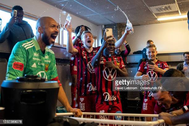 Players of Ostersunds FK celebrate after the victory during the Allsvenskan match between Ostersunds FK and Orebro SK at Jamtkraft Arena on April 18,...