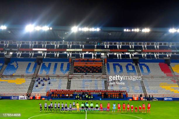 Players of Pachuca and Toluca line up prior to the 12th round match between Pachuca and Toluca as part of the Torneo Guard1anes 2020 Liga MX at...