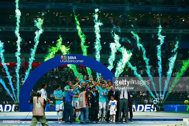 Players of Pachuca celebrate after winning the championship in the Final second leg match between Monterrey and Pachuca as part of the Clausura 2016...