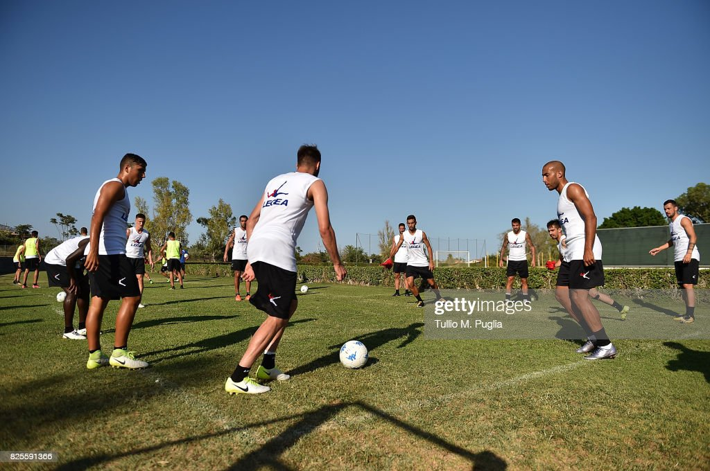 Players of Palermo in action during a training session after the presentation of Giuseppe Bellusci as new player of US Citta' di Palermo at Carmelo Onorato training session on August 2, 2017 in Palermo, Italy.