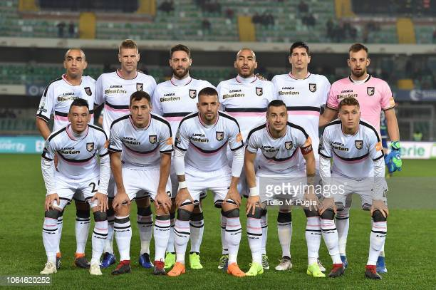 Players of Palermo pose for a team shot during the Serie b match between Hellas Verona and US Citta di Palermo at Stadio Marcantonio Bentegodi on...