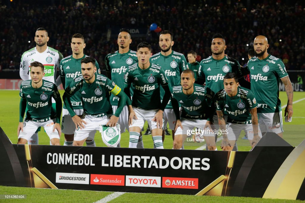 Players of Palmeiras pose prior a round of sixteen match between Cerro Porteno and Palmeiras as part of Copa CONMEBOL Libertadores 2018 at General Pablo Rojas Stadium on August 9, 2018 in Asuncion, Paraguay.