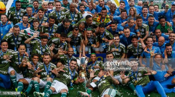 Players of Palmeiras pose with the trophy after winning the Brasileirao 2018 after the match against Vitora at Allianz Parque on December 02 2018 in...