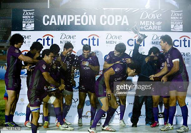 Players of Pampas 7 celebrate after wining the national teams gold cup final match between Pampas 7 and Buenos Aires as part of Dove Men's Sevens at...