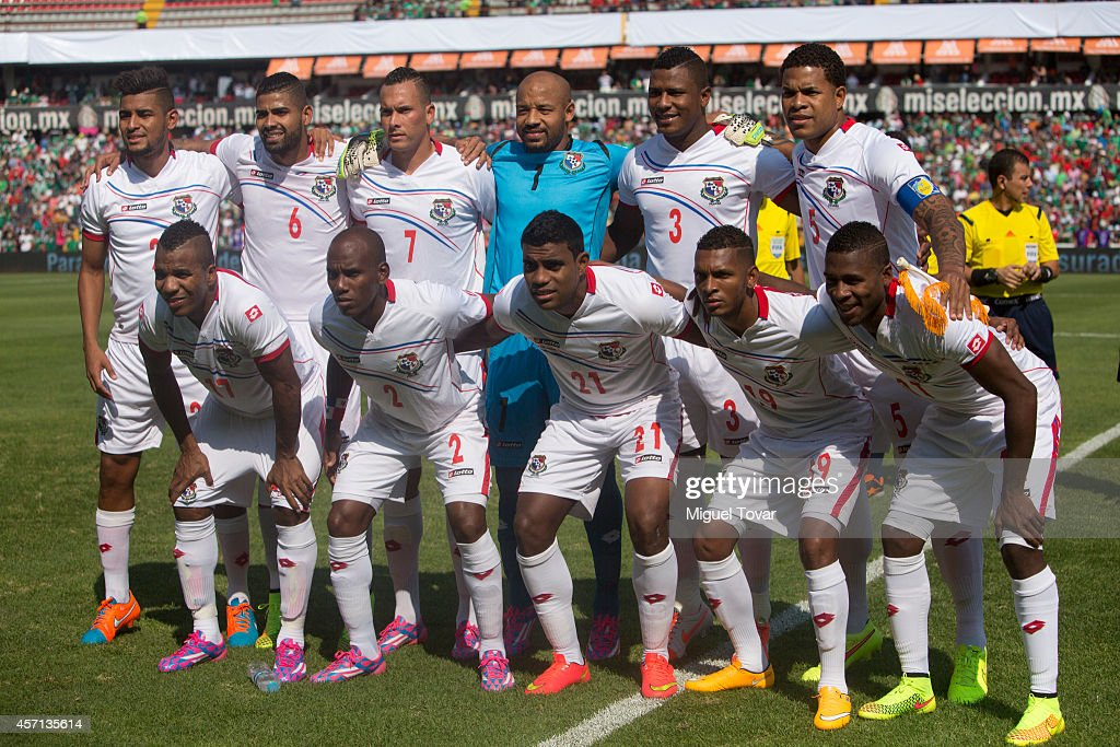 Players of Panama pose for pictures during a friendly match between Mexico and Panama at Corregidora Stadium on October 12, 2014 in Queretaro, Mexico.