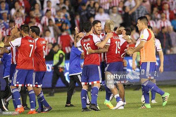 Players of Paraguay calebrate their victory after a match between Paraguay and Chile as part of FIFA 2018 World Cup Qualifiers at Defensores del...