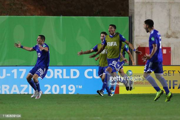 Players of Paraguay celebrate the victory during the FIFA U17 World Cup Brazil 2019 round of 16 match between Paraguay and Argentina at Estadio...