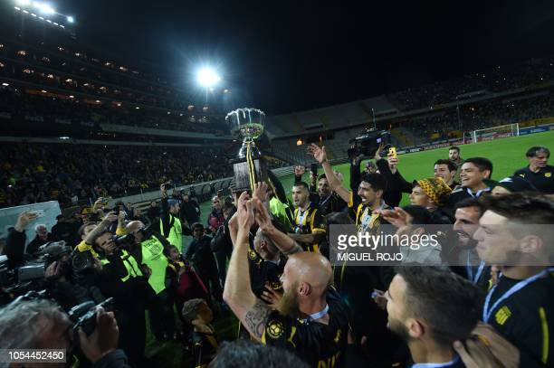 Players of Penarolcelebrate after obtaining the Uruguayan Clausura football tournament after defeating Progreso 10 with a goal in injury time at the...