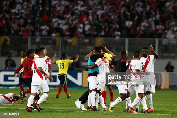 Players of Peru celebrate after a match between Peru and Colombia as part of FIFA 2018 World Cup Qualifiers at National Stadium on October 10 2017 in...