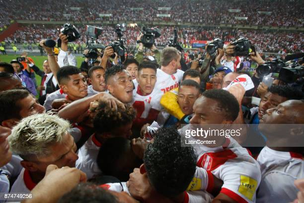 Players of Peru celebrate their victory and qualification to the World Cup after a second leg match between Peru and New Zealand as part of the 2018...