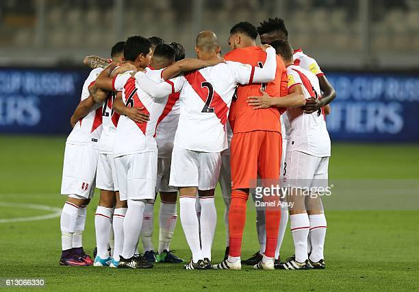Players of Peru gather prior a match between Peru and Argentina as part of FIFA 2018 World Cup Qualifiers at Nacional Stadium on October 06 2016 in...