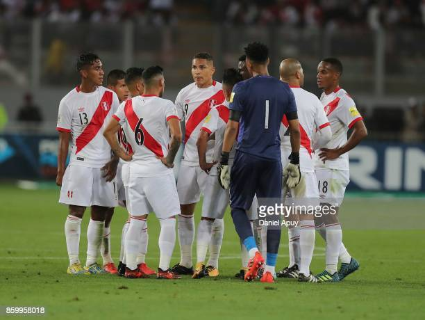 Players of Peru have a meeting during a match between Peru and Colombia as part of FIFA 2018 World Cup Qualifiers at Monumental Stadium on October 10...