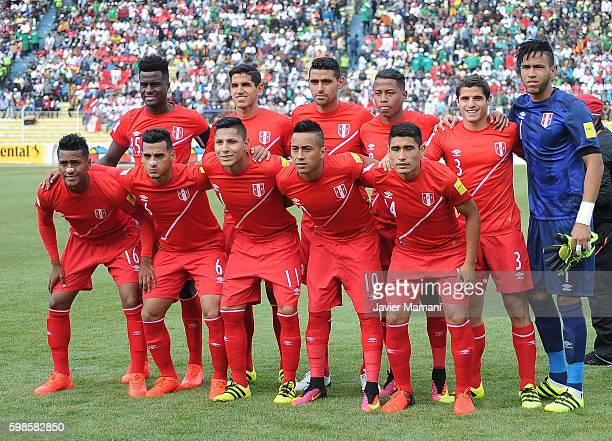 Players of Peru pose for a team photo prior a match between Bolivia and Peru as part of FIFA 2018 World Cup Qualifiers at Olimpico Hernando Siles...