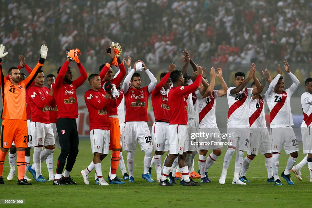 Players of Peru wave to the fans after the international friendly match between Peru and Scotland at Estadio Nacional de Lima on May 29, 2018 in Lima, Peru.