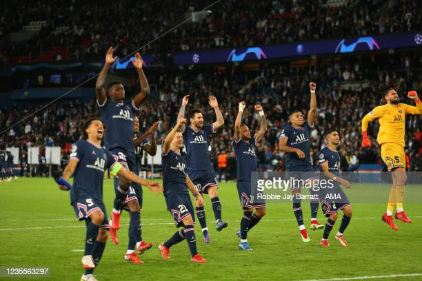 Players of PSG celebrate the 2-0 victory over Manchester City during the UEFA Champions League group A match between Paris Saint-Germain and...