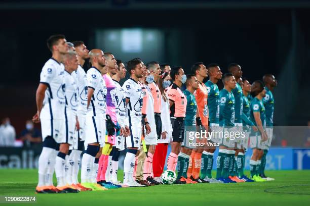 Players of Pumas and Leon lien up to listen the Mexican national anthem prior the Final first leg match between Pumas UNAM and Leon as part of the...