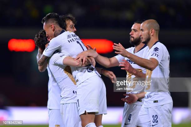 Players of Pumas celebrate the equalizer scored by Martín Rodriguez during the semifinal first leg match between Pumas UNAM and America as part of...