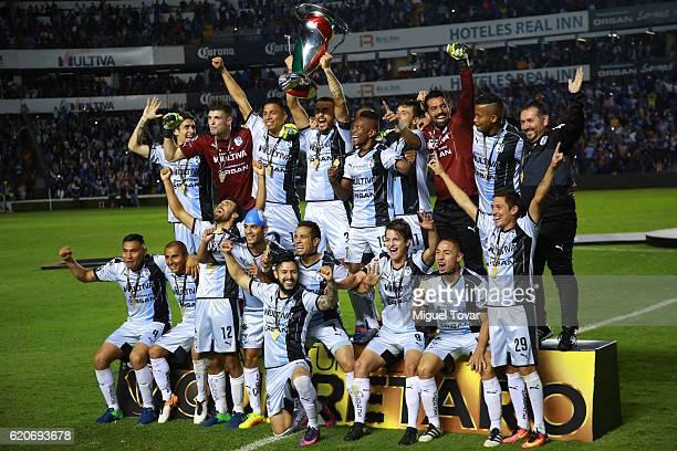 Players of Queretaro celebrate after winning the final match between Queretaro and Chivas as part of the Copa MX Apertura 2016 at La Corregidora...