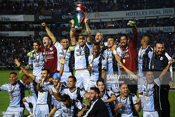 Players of Queretaro celebrate after winning the final match between Queretaro and Chivas as part of the Copa MX Apertura 2016 at La Corregidora...