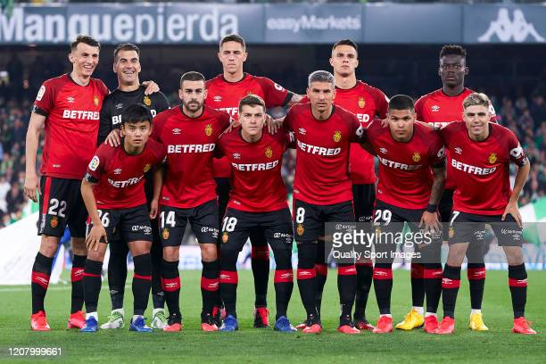 Players of RCD Mallorca line up for a team photo prior to the La Liga match between Real Betis Balompie and RCD Mallorca at Estadio Benito Villamarin...