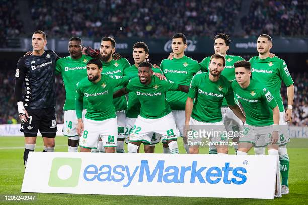 Players of Real Betis pose for a team photo during the Liga match between Real Betis Balompie and FC Barcelona at Estadio Benito Villamarin on...