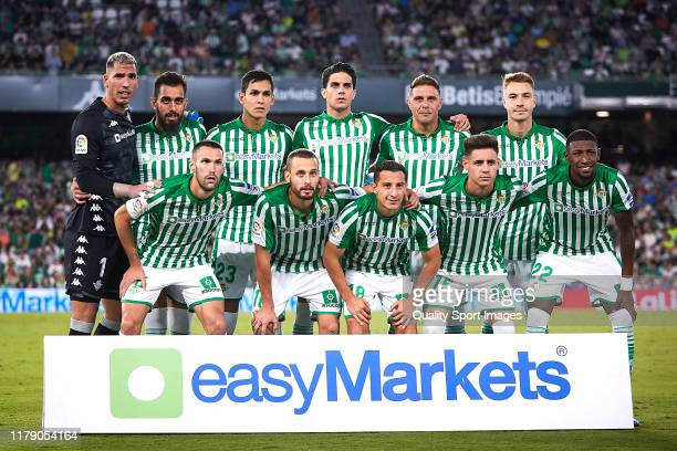 Players of Real Betis pose for a team photo prior to the Liga match between Real Betis Balompie and SD Eibar SAD at Estadio Benito Villamarin on...