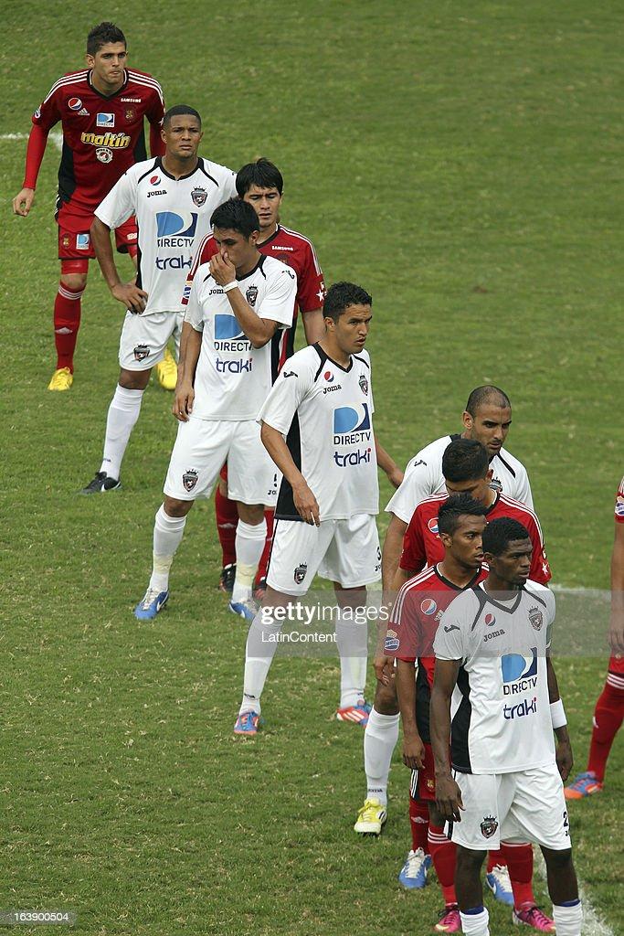 Players of Real Esspor and Caracas FC line up during the match between Real Esppor Club and Caracas FC at Brigido Iriarte Stadium on March 17, 2013 in Caracas, Venezuela.